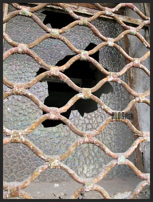 broken window by BLOGitse