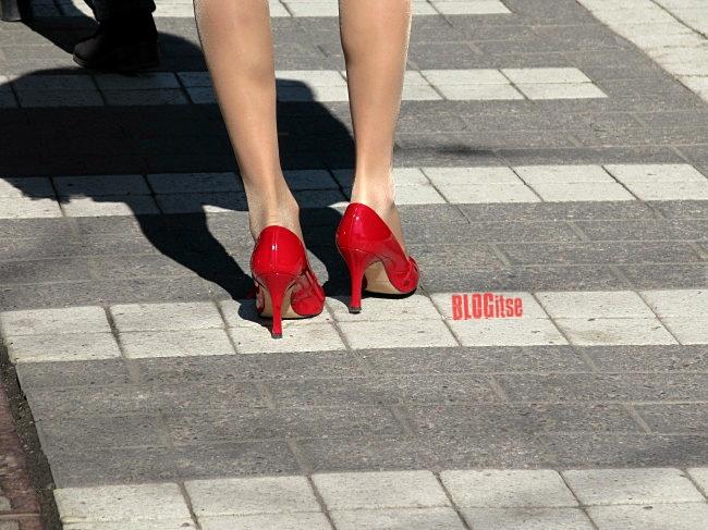 red high heels in Helsinki by BLOGitse
