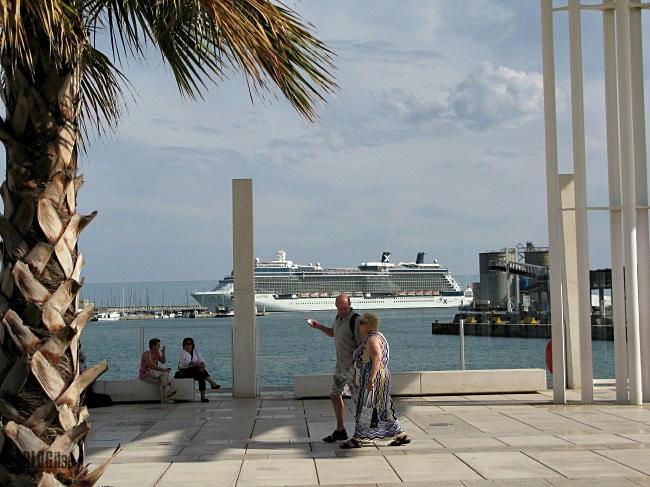 cruiser in Malaga harbor_by BLOGitse